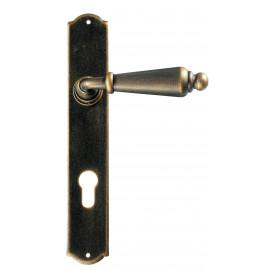 Kovaná kľučka na dvere model 2400