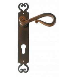 Kovaná kľučka na dvere model 2200