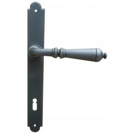 Kovaná kľučka na dvere model 2931