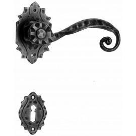 Kovaná kľučka ke dverim model 510