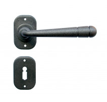 Kovaná kľučka ke dverim model 16