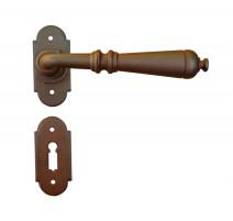 Kovaná kľučka ke dverim model 2698