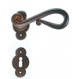 Kovaná kľučka ke dverim model 2201
