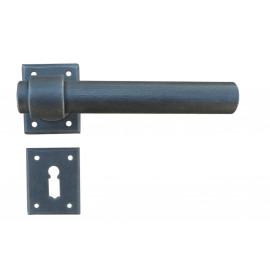 Kovaná kľučka ke dverim model 1831