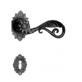Kovaná kľučka ke dverim model 15