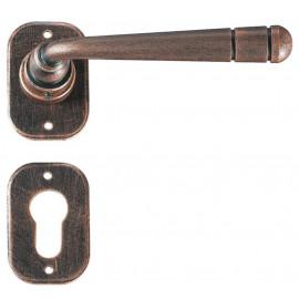 Kovaná kľučka ke dverim model 2110