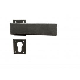 Kovaná kľučka ke dverim model 1821