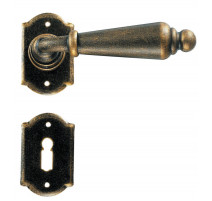 Kovaná kľučka ke dverim model 2401