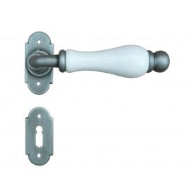Kovaná kľučka ke dverim model 1-08