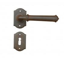 Kovaná kľučka ke dverim model 1902