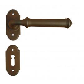 Kovaná kľučka ke dverim model 1904