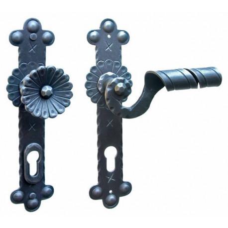 Kované ochranné kovanie na štíte model 4321