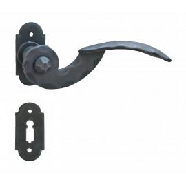 Kovaná kľučka ke dverim model 24